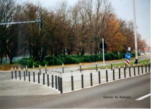 šiljak na rubu ceste